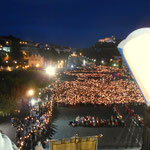 ein Lichtermeer, am Abend bei der Prozession