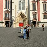 Bild vor der Basilika, mit Luise