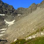 Tag 6 - der Weg führt über Geröllfelder hinauf über das Obermedriol...