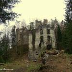 ....so gelangt man zur Ruine Waxenegg, sehr baufällig das Gebäude....