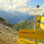 Schindlescharte (2455 m), mit Blick nach St. Anton am Arlberg