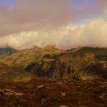 ....am gegenüber liegenden Hang ist mein heutiges Etappenziel sichtbar, die Biberacher Hütte.