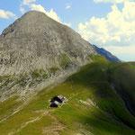 ...vorbei am Kaiserjochhaus (2310 m), hinauf zur Schindlescharte (2455 m)