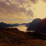 Im Tal, mit Blick Richtung Lech, noch alles vom Nebel abgedeckt.