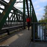 ...über die Brücke und am Donauradweg bis zur Uferstraße....