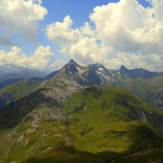 ....hinweg, sieht man die Leutkircher Hütte auf 2251 m