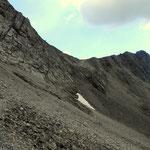 ...und an Geröllfelder entlang zur Kopfscharte auf 2484 m