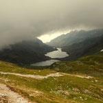 ein Blick zum Giglachsee, gut erkennbar die Wolkendecke die sich in diesen Kessel geschoben hat