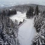 ...tief verschneit ist es um die Wildwiesenhütte.....