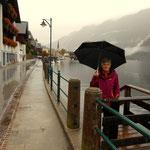 Heute Besuch in Hallstatt, leider im Regen, aber dafür haben wir ja unseren Schirm
