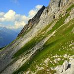 ...der Weg führt nun am Berg entlang...