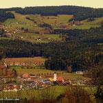 """....oberhalb vom Gehöft """"Ortbauer"""" ein erster Blick nach Miesenbach und meinem nächsten Ziel....."""