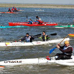 kayak de mer et pirogues lors d'une course