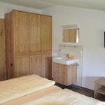 Doppel-Schlafzimmer (mit zusätzlichem Waschbecken)
