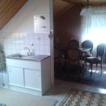 Küche mit Herd , Kühlschrank ,  Microw.und Esszimmer