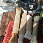 Robuste Holzknochen als Spielzeug für die Hunde