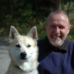 T. Althaus mit dem Norwegischen Buhund Björn. (Sehen Sie dazu auch die Seite Kynologie)