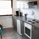 Einbauküche mit Wasserkocher und Kaffeautomat