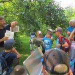 Bruder Reiner erklärt die Wassertiere