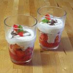 Erdbeeren an Minzjogurt