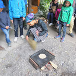 Brotbackstation - Feuer entfachen