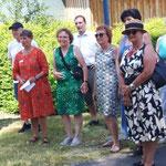 Vorstand, Kneippvereinsmitglieder und Gäste bei der Eröffnungsfeier