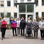 Die Kneippgruppe vor dem Kneipp - Bund - Hotel