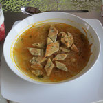 Gemüsesuppe mit Kräuterschöberl