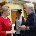 Bezirksbürgermeistern Dr. Giffey im Gespräch mit unserem Sprachkita-Fachberater Hartmut Kupfer