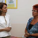 Familienministerin Dr. Barley informiert sich bei der Kitaleiterin Martina Valjevcic über unsere Bibliothek und Sprachförderung