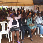 Das Publikum applaudiert auf Gebärdensprache