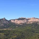 Grand Montmirail (à gauche) et Dentelles Sarrazines depuis le belvédère de La Roque Alric