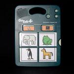 GoTalk4+: Sprachausgabegerät - durch Druck auf die vier mit Symbolen kennzeichenbaren Tastenfelder gibt das Gerät zuvor aufgenommene Geräusche oder Mitteilungen wieder