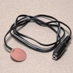 Batterieunterbrecher - Hilfsmittel, um batteriebetriebene Geräte in Verbindung mit z.B. einem Taster in Gang zu setzen. Der Unterbrecher wird im Batteriefach zwischen Batterie und Kontakt eingeklemmt
