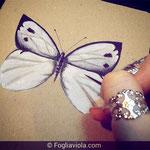 Copertina con farfalla dipinta a mano