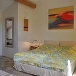 Coup de Coeur - Schlafzimmer mit frz. Bett, 1,60 m und angeschlossenem Bad (Dusche)