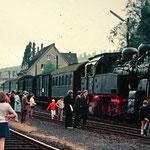Weidenau am 05.07.1970: Sonderfahrt mit der Dillenburger 94 1539 anäßlich der Verkehrstage Netphen (Aufnahme: Sammlung Burkhard Schneider, Weidenau)
