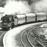 Niederhövels 1968: Lok 03 077 Bw Gremberg vor dem belgischen Militärzug Brüssel-Siegen (Aunahme: Sammlung Ernst-Helmut Zöllner, Betzdorf)