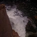 Der erste Wasserfalls war etwas versteckt zwischen den ganzen Felsen. Unten sammelte sich dann das Wasser in ´nem Becken, wo man wunderbar schwimmen konnte.