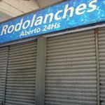 """Imbiss am Busbahnhof in Cabo Frio. """"24 Std. geöffnet""""!  Ähm... ja..."""
