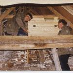 Helmut und Alfred haben vor Jahren dahinter einen Brutkasten installiert.