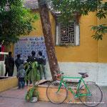 自転車は入っていいというお寺の境内にて