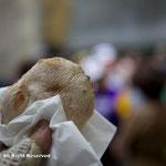 昨年逃した焼きたてのパン。昔のこの地方のパンでナンに似てるかも。中がもちもちで美味しかった。