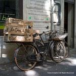 ホッとする風景。やっぱり自転車!パン屋さんの自転車です。