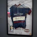 ジャン・ポール・ベルモントのサイン入り。これがクラブハウスに展示。