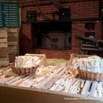 1781年に作られた釜をいまだに使って焼くナヴェットというパン。