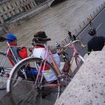 日曜なので歩行者天国を思い出して急遽自転車を担いで...