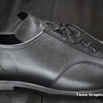 かかとは普通の靴より薄いが歩行にも対応しているところがシクロツーリスト向けなのだ
