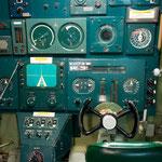 こちらは潜水艦操縦席。操縦席なのに外が見えないのはなにか不安である。