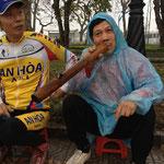 ベトナムのたばこ。キセルのお化けですな